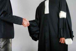 Justice - Avocat et client se serrant la main